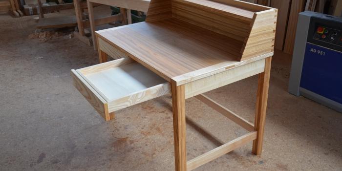 Schreibtisch aus Esche