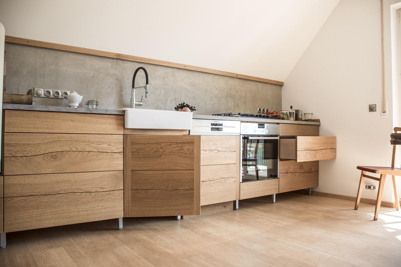 Küche aus Eiche mit gespaltenen Fronten – Erdstamm – | Erdstamm –