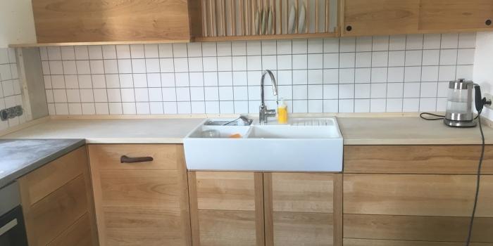 Küche aus Eiche mit Hainbuche/ Muschelkalk Arbeitsplatten