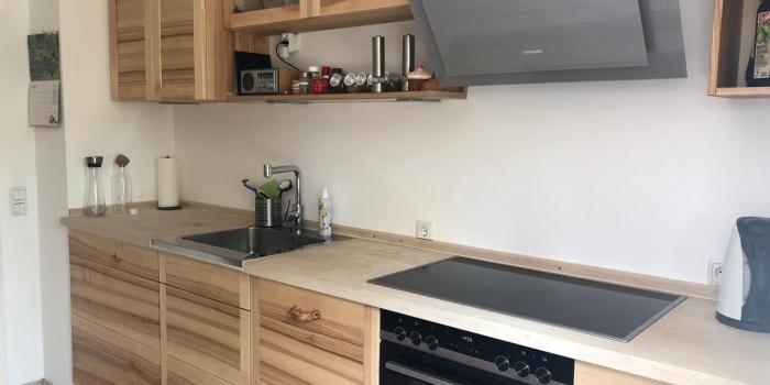 Küche aus Esche mit Hainbuche Arbeitsplatte