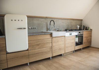 Küche aus Eiche mit gespaltenen Fronten